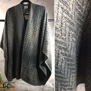 Lulla Collection poncho shawl NWT Ombré chevron